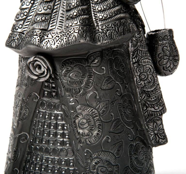 5'' Mujer Catrina-Oaxaca / Ceramics Black Clay Mexican Folk Art For Sale 4