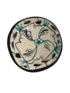 Pablo Picasso Madoura Ceramic Plate - Quatre profils enlacés, Ramié 86