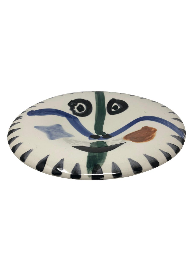 Pablo Picasso Madoura Ceramic Plate - Visage no. 111 , Ramié 476 - Abstract Impressionist Sculpture by Pablo Picasso