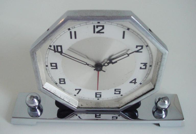 German Art Deco Chrome & Bakelite Octagonal Mechanical Alarm Clock. For Sale 2