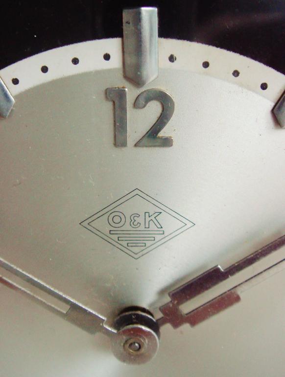 Mid-20th Century German Art Deco Chrome and Bakelite O&K Presentation Mechanical Table Clock For Sale