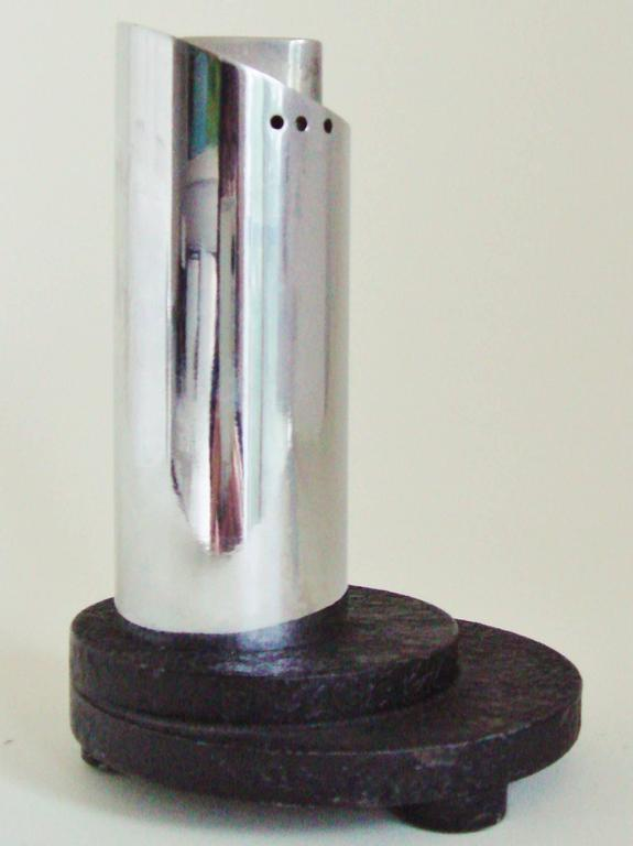 English Art Deco Chrome and Wrinkle Paint Architectural Automatic Table Lighter In Excellent Condition For Sale In Port Hope, ON