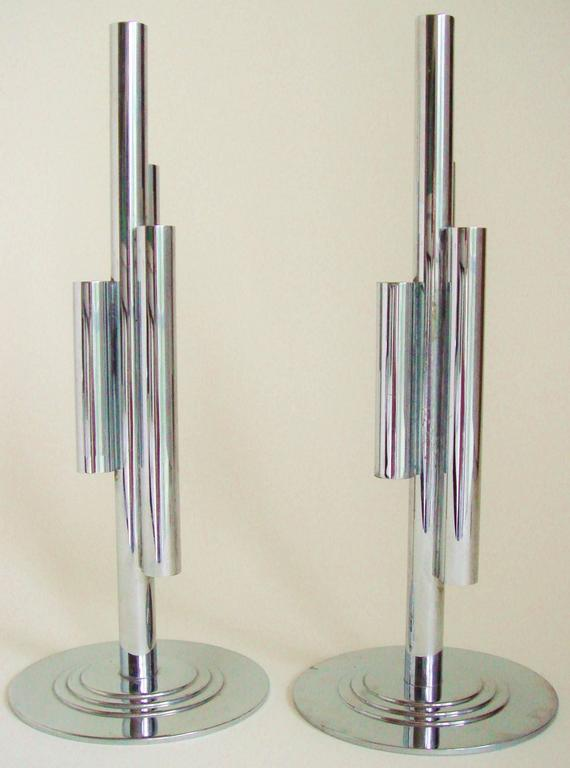 This pair of American Art Deco four-tube budholders were designed by Ruth and William Gerth for the Chase Brass and Copper Company Inc. of Waterbury, Connecticut. The design features a central chrome tube attached to which are three tubes of varying