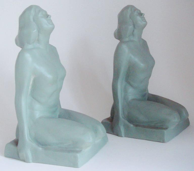 Mid-20th Century Pair of American Art Deco Green Painted Female Nude Figural Ceramic Bookends For Sale