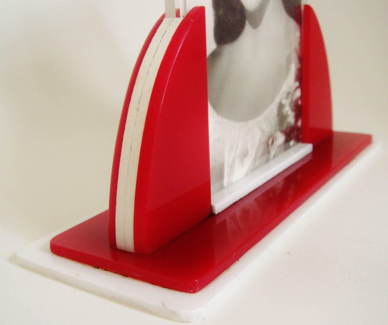 Great Britain (UK) English Art Deco Red, White and Clear Lucite Odeon Style Desk Photo Frame For Sale