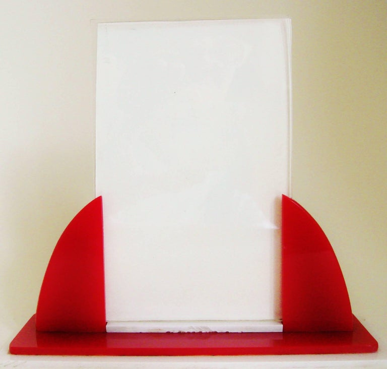 English Art Deco Red, White and Clear Lucite Odeon Style Desk Photo Frame In Good Condition For Sale In Port Hope, ON