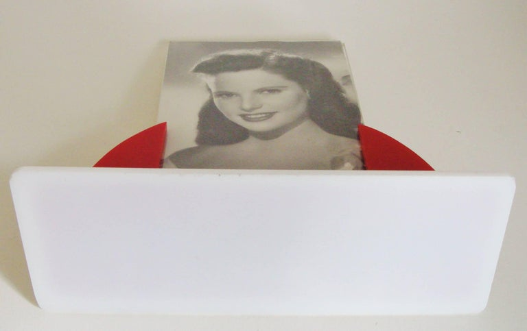 Mid-20th Century English Art Deco Red, White and Clear Lucite Odeon Style Desk Photo Frame For Sale