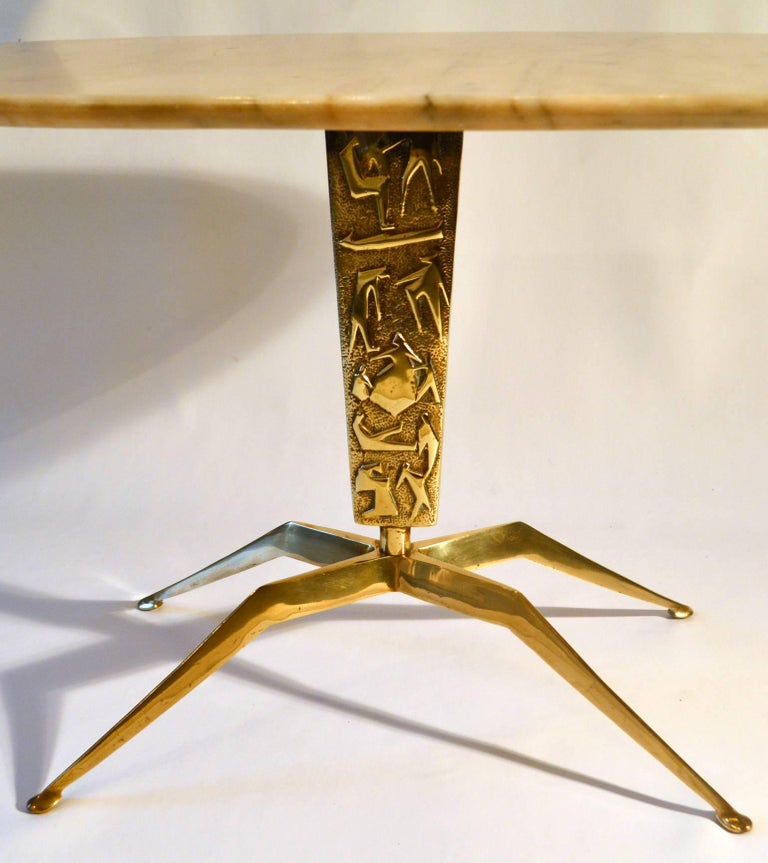 Coffee Table wit Oval Marble Top on Bronze Base attributed to Duilio Barnabé In Excellent Condition For Sale In London, GB