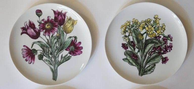 Italian Fornasetti Milano 'Fiori' Pattern Porcelain Plates, Set of Twelve, circa 1965 For Sale