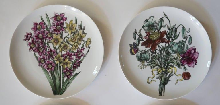 Fornasetti Milano 'Fiori' Pattern Porcelain Plates, Set of Twelve, circa 1965 In Good Condition For Sale In Kinderhook, NY