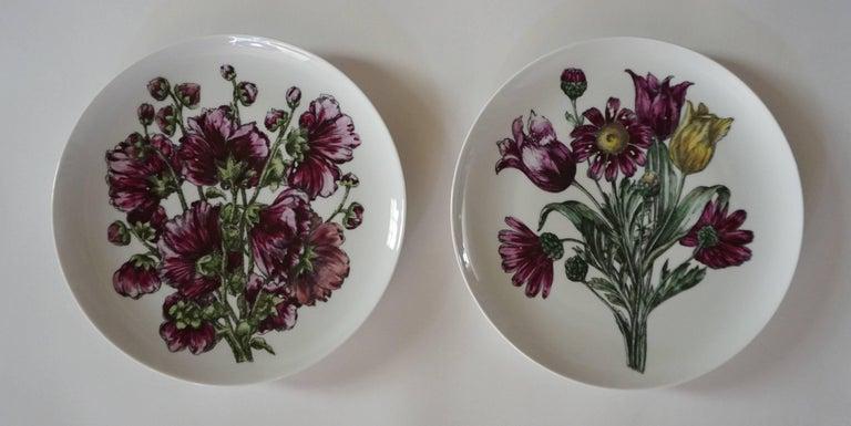 Mid-20th Century Fornasetti Milano 'Fiori' Pattern Porcelain Plates, Set of Twelve, circa 1965 For Sale