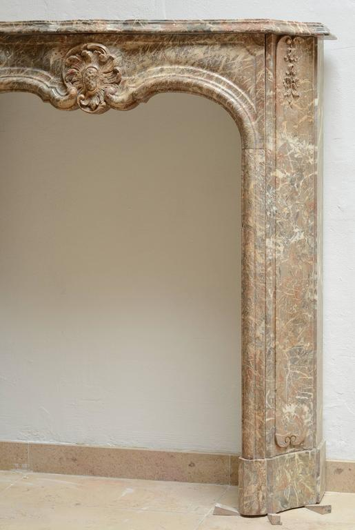 Perfect Petite Régence Fireplace Mantel * Free Shipping * In Good Condition For Sale In Haarlem, Noord-Holland