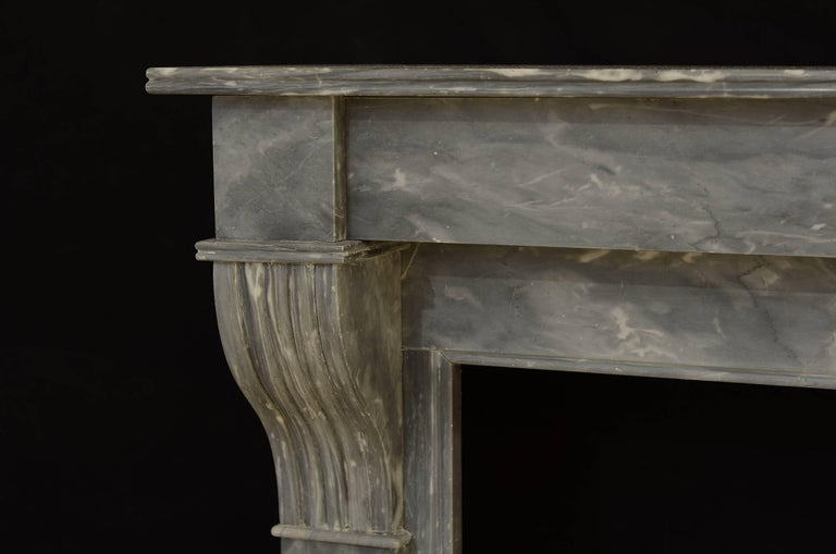 Lovely Petite French Marble Fireplace In Excellent Condition For Sale In Haarlem, Noord-Holland