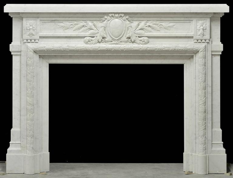 - Monumental - Antique French Louis XVI Fireplace Mantel in Carrara White Marble For Sale 1