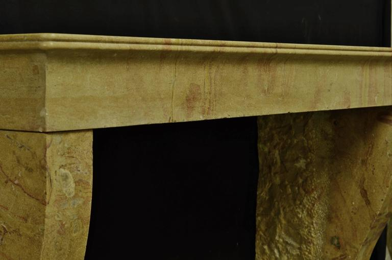 19th Century Antique French Limestone Fireplace Mantel In Excellent Condition For Sale In Haarlem, Noord-Holland