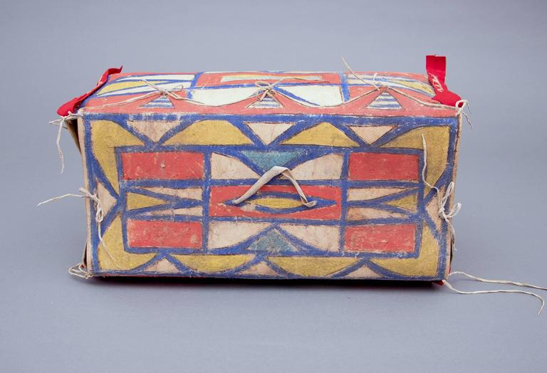 Antique Native American Painted Parfleche Box, Plateau, 19th Century In Good Condition For Sale In Denver, CO