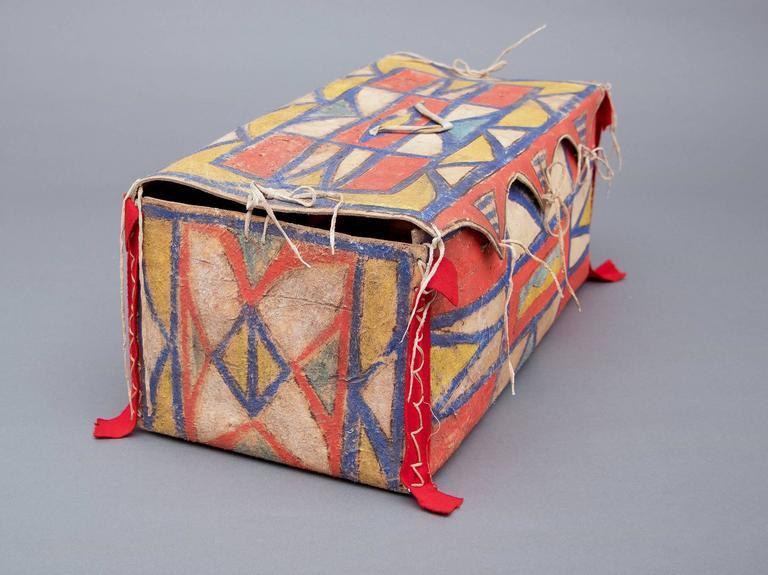 Antique Native American Painted Parfleche Box, Plateau, 19th Century For Sale 1
