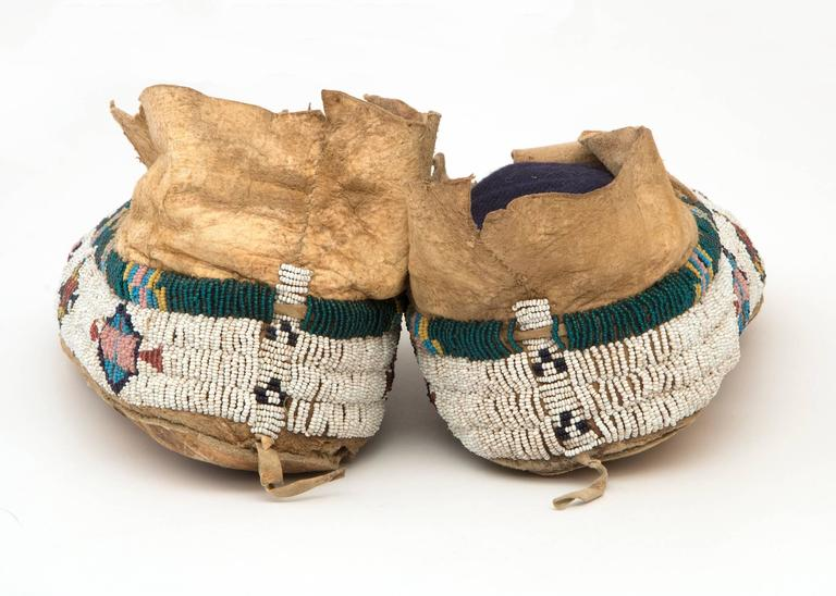 Antique Native American Pictorial Beaded Moccasins, Cheyenne, 19th Century 2