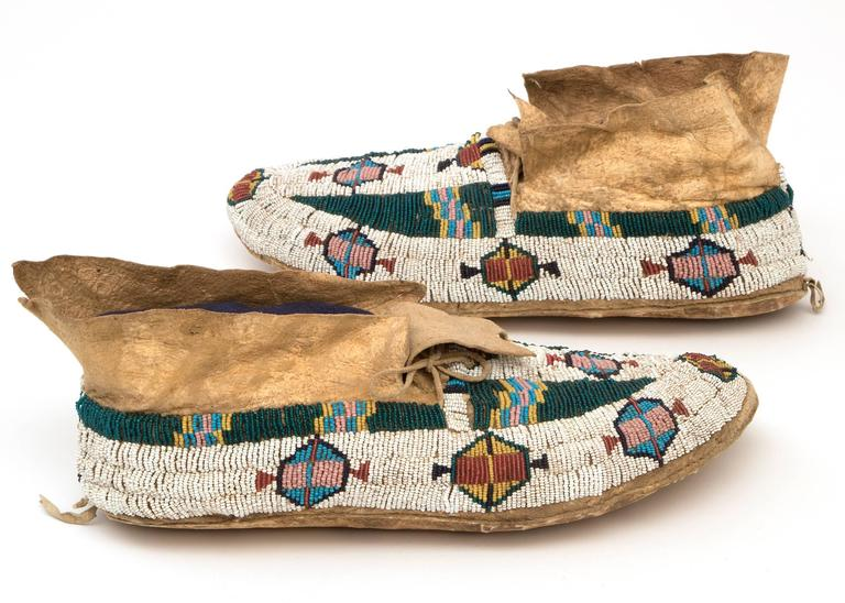 Antique Native American Pictorial Beaded Moccasins, Cheyenne, 19th Century 3