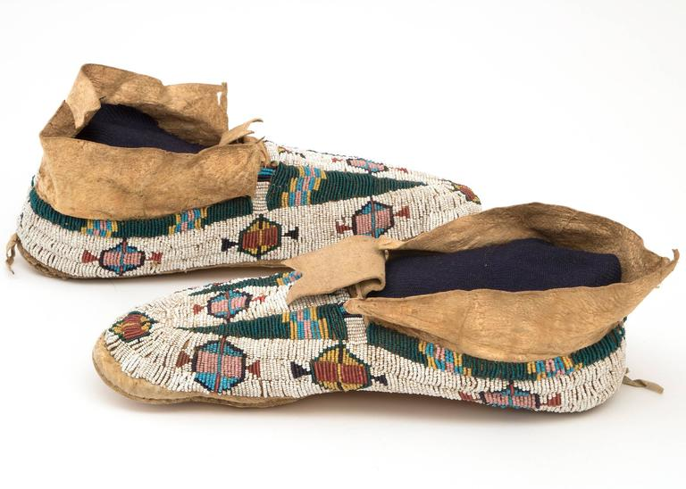 Antique Native American Pictorial Beaded Moccasins, Cheyenne, 19th Century 4