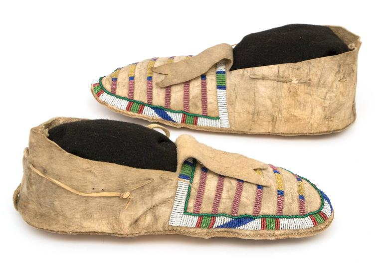 Antique Native American Beaded Moccasins, Crow (Plains Indian), circa 1870 In Good Condition For Sale In Denver, CO