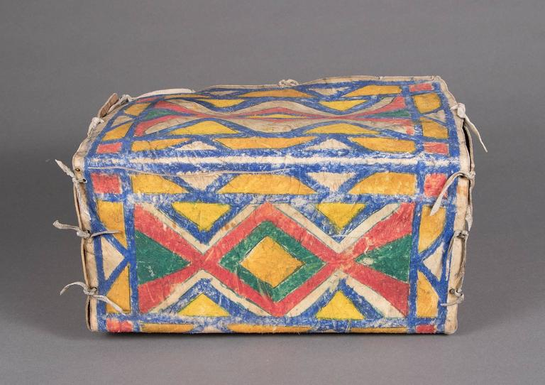 Antique Native American Painted Parfleche Box, Sioux, circa 1880 In Good Condition For Sale In Denver, CO