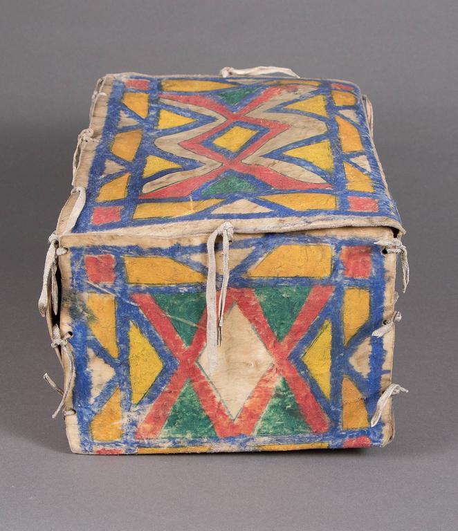 Antique Native American Painted Parfleche Box, Sioux, circa 1880 For Sale 1