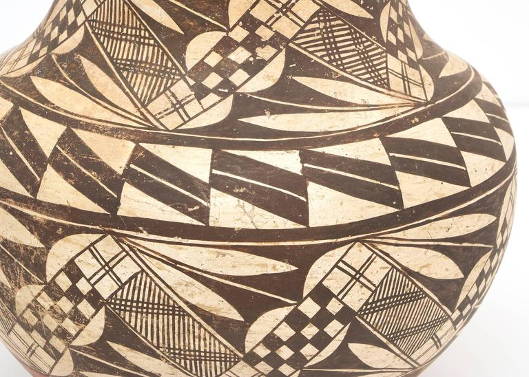 Collection of Three Antique Native American Pottery Jars, 19th and 20th Century In Good Condition For Sale In Denver, CO