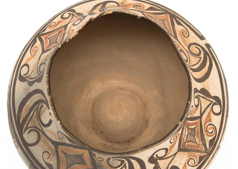 Earthenware Collection of Three Antique Native American Pottery Jars, 19th and 20th Century For Sale
