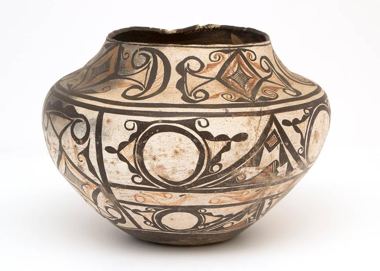 19th Century Collection of Three Antique Native American Pottery Jars, 19th and 20th Century For Sale