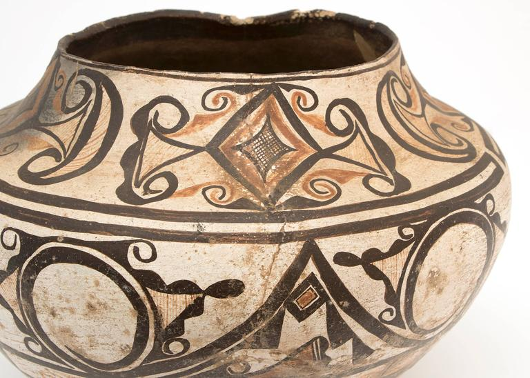 Collection of Three Antique Native American Pottery Jars, 19th and 20th Century For Sale 1