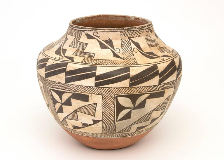 Collection of Three Antique Native American Pottery Jars, 19th and 20th Century For Sale 2