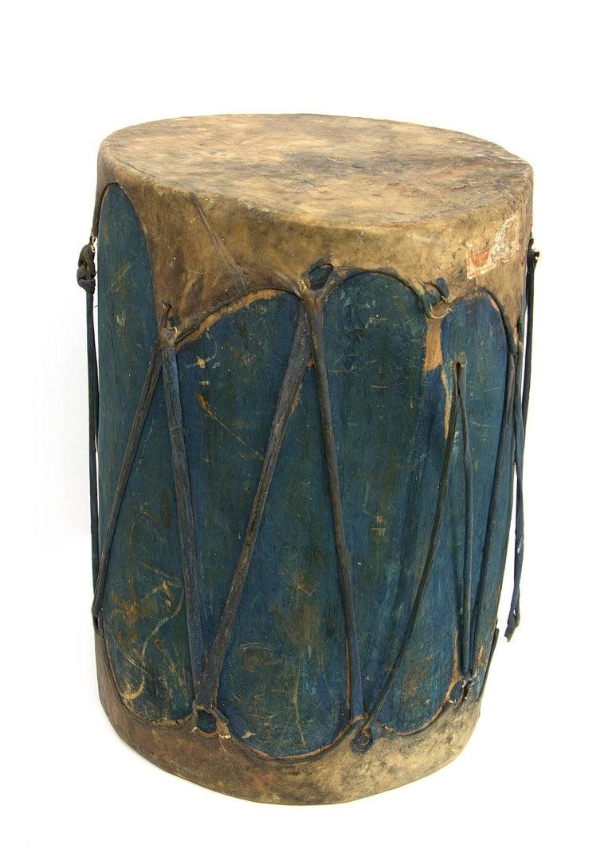 Pair of Large Antique Southwestern Native American Drums, Pueblo, circa 1900 For Sale 2