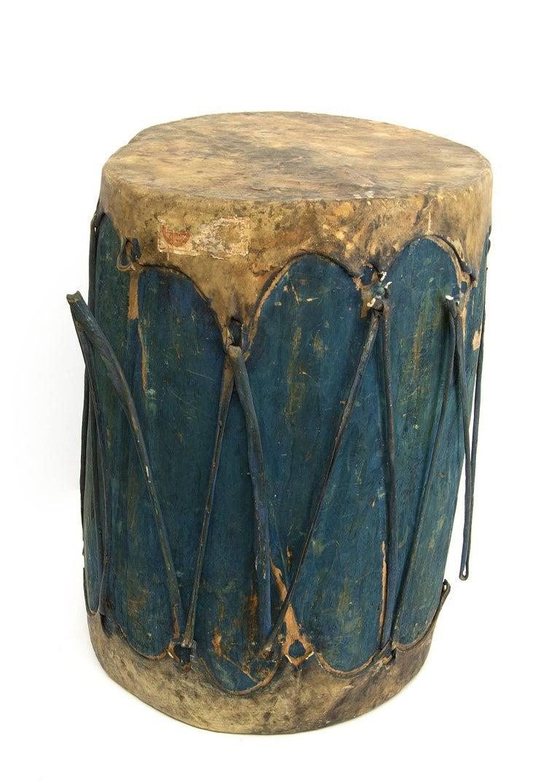 Pair of Large Antique Southwestern Native American Drums, Pueblo, circa 1900 For Sale 3