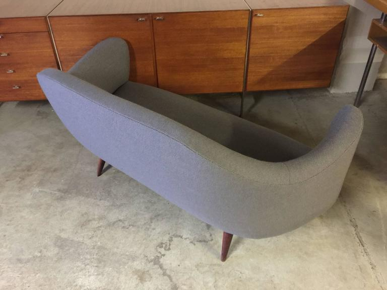 Wonderful Settee with Amazing Shape In Good Condition For Sale In Munich, DE