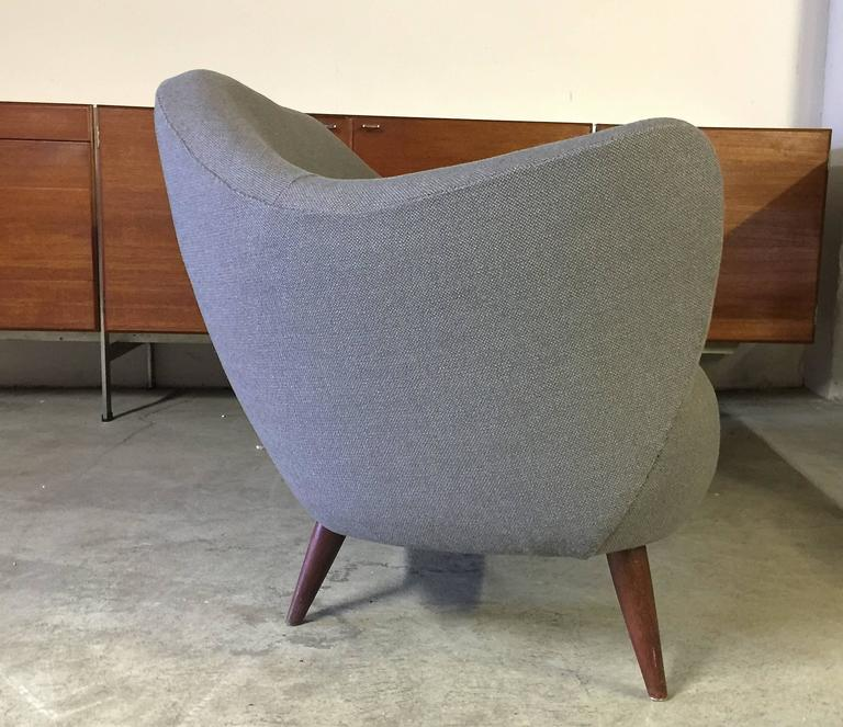 Fabric Wonderful Settee with Amazing Shape For Sale