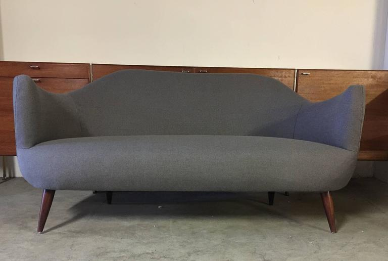 Wonderful Settee with Amazing Shape For Sale 2
