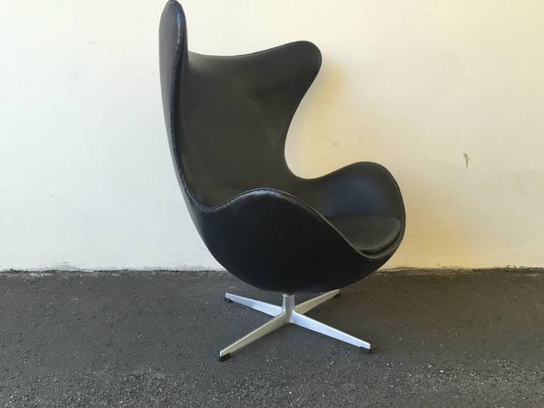 First Edition Arne Jacobsen Egg Chair in Good Original Condition 3