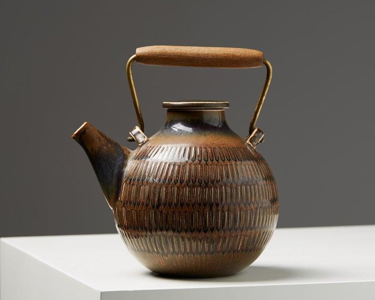 Stoneware, bronze and wood.