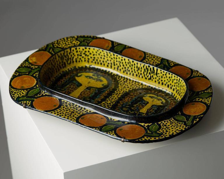 Oval dish designed by Birger Kaipiainen for Arabia, Finland, 1970s. Unique.  Provenance: Kurt Ekholm (1907-1975), Art Director at Arabia from 1932-1948. Literature: Kaipiainen, Maria Berg, similar model p. 66.
