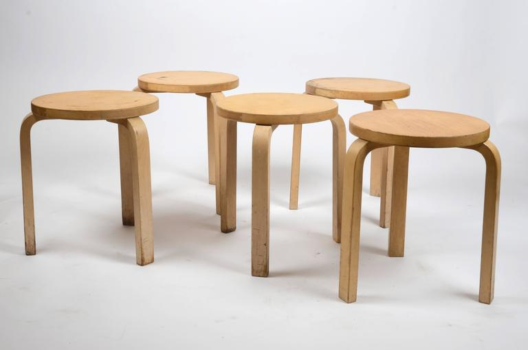 Five Stacking Stools, Model 60, by Alvar Aalto, Designed in 1933 In Distressed Condition For Sale In Stockholm, SE