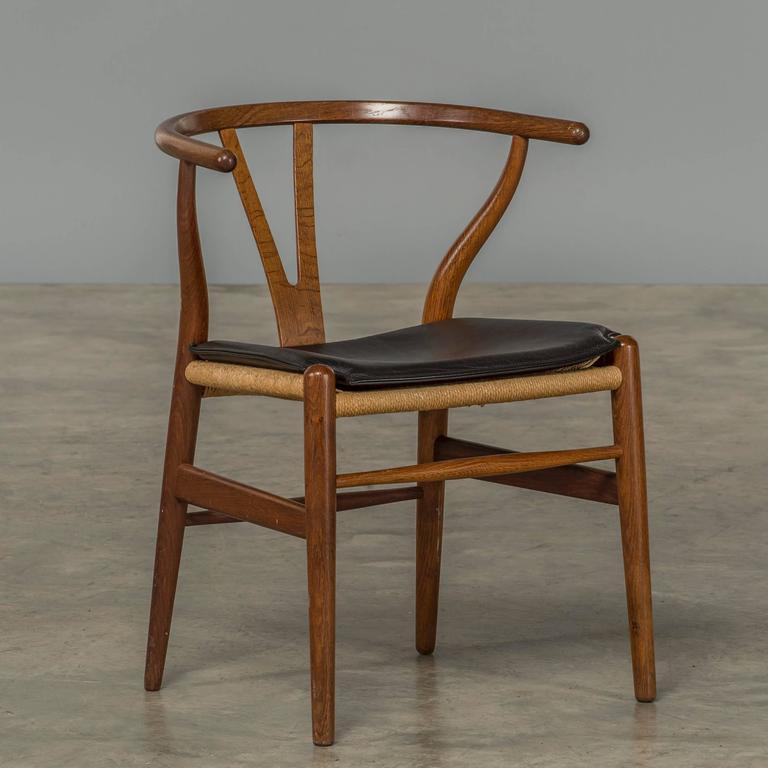 four y chairs hans j wegner denmark 1965 for sale at 1stdibs. Black Bedroom Furniture Sets. Home Design Ideas