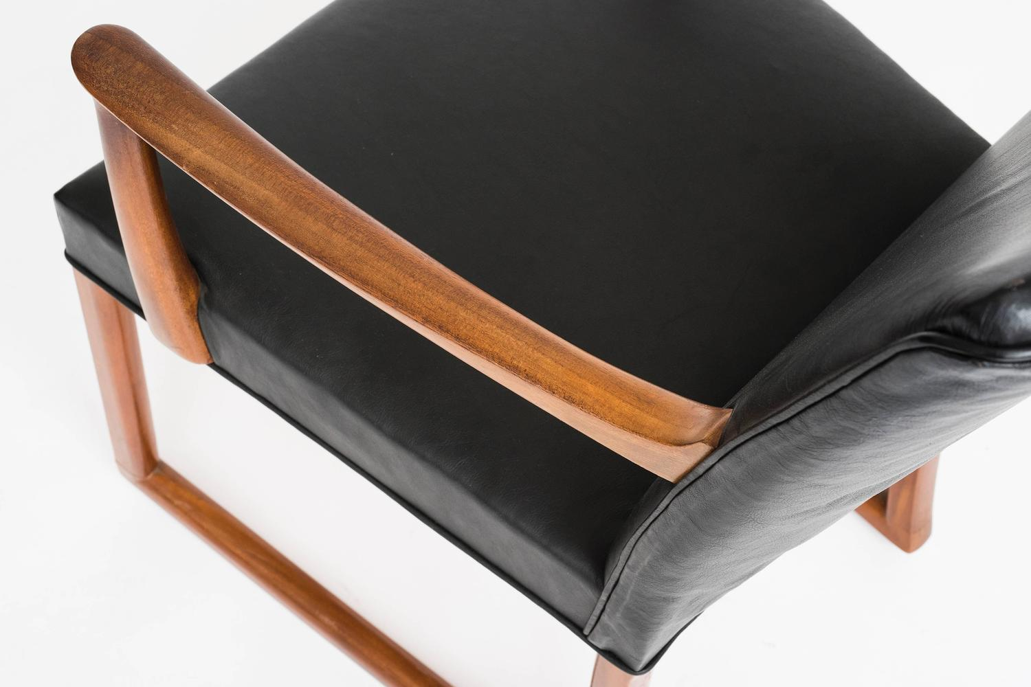 Rocking Chair in mahogny and black leather For Sale at 1stdibs