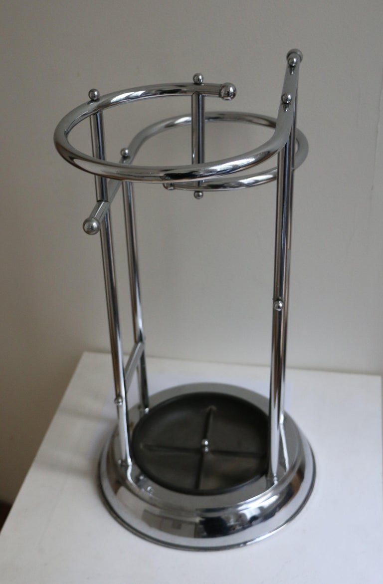 This rare umbrella stand was in the entrance hall of a 1940s house, since the building of the house. It is made of chromium-plated metal and black bakelite. Made in Benelux (most probably Belgium).
