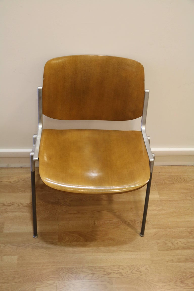 Set of six chairs by Giancarlo Piretti, Model Nr 106 designed in 1967, Italy, Castelli edition. This model is no longer manufactured.  Chair back and chair seat made of thermoformed/molded plywood. Veneer has been restored, Very nice light honey