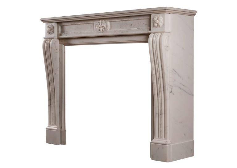 Statuary Marble Antique Fireplace in the Louis XVI Manner In Excellent Condition For Sale In London, GB