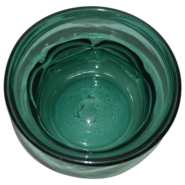 Early 20th Century Arts and Crafts Green Handblown Glass Bowl For Sale 2