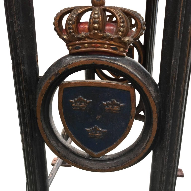 19th Century Cast Iron Marble-Top Bistro Table with Swedish Coat of Arms For Sale 1