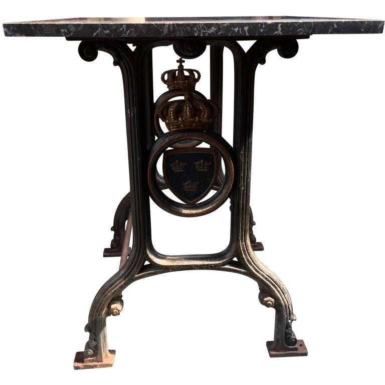 19th Century Cast Iron Marble-Top Bistro Table with Swedish Coat of Arms In Good Condition For Sale In Copenhagen, K