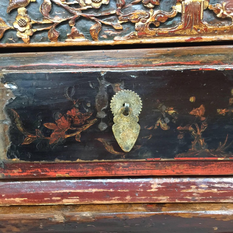 Early 20th Century Chinese Cabinet For Sale 1